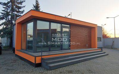 Biuro modułowe na placu sprzedażowym